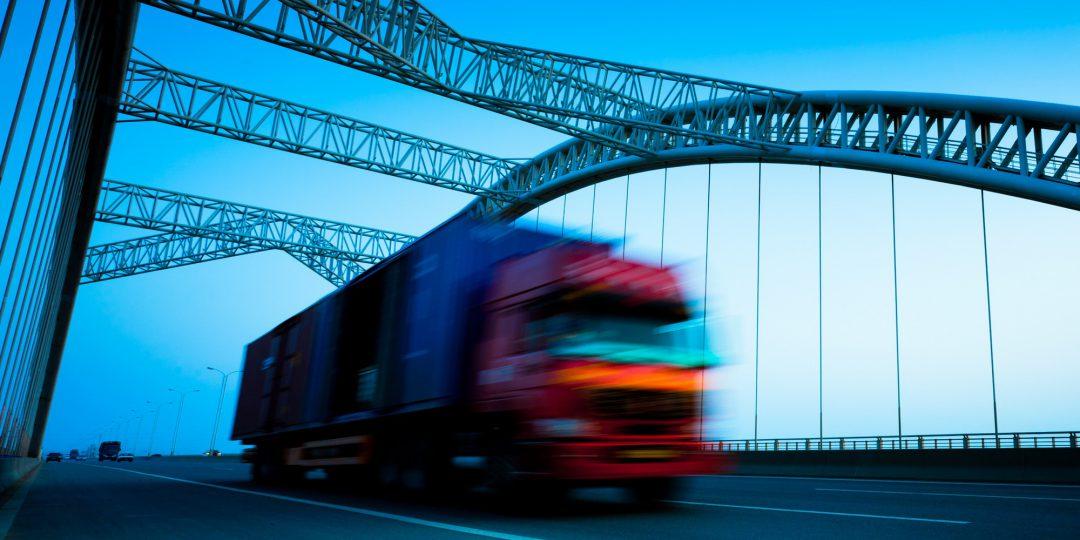 http://www.shippingtohawaii.org/wp-content/uploads/shutterstock_84150022-1080x540.jpg